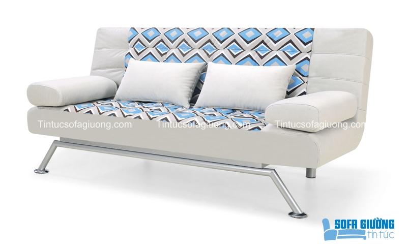 Mẫu ghế sofa giường màu trắng nhã nhặn, có điểm họa tiết màu xanh nhạt tôn thêm vẻ đẹp trong sáng