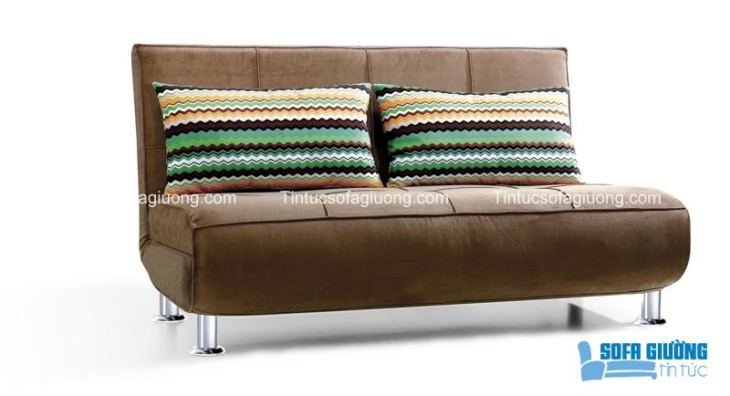 Mẫu sofa giường màu nâu có phần đệm ngồi khá dày, tạo cảm giác êm ái ngay khi vừa nhìn thấy